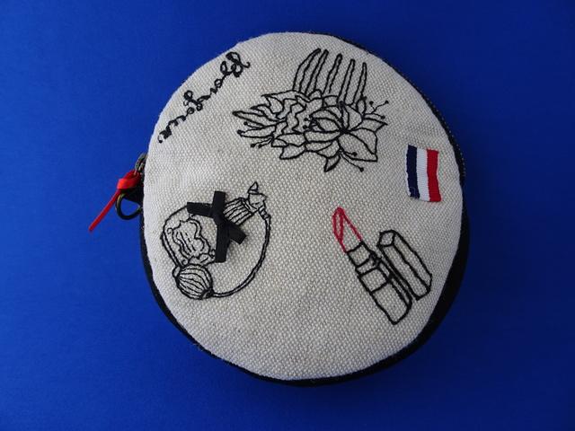 手刺繍丸型ポーチ(口紅)