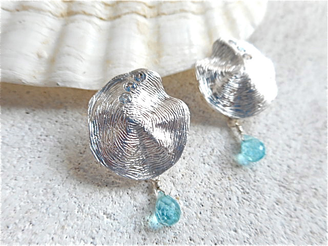 Sea shell with little apatite シルバー925ポストピアス