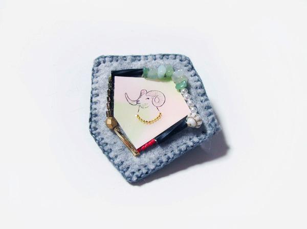 (再販)ドールシープの刺繍ブローチ