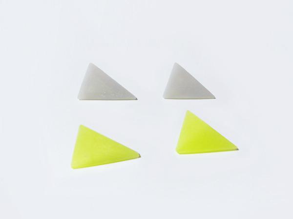 二等辺三角形のピアス