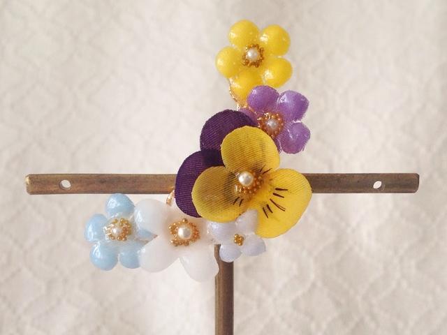 染め花を樹脂加工した小花の三日月型片耳イヤーカフ(ビオラ・紫黄)