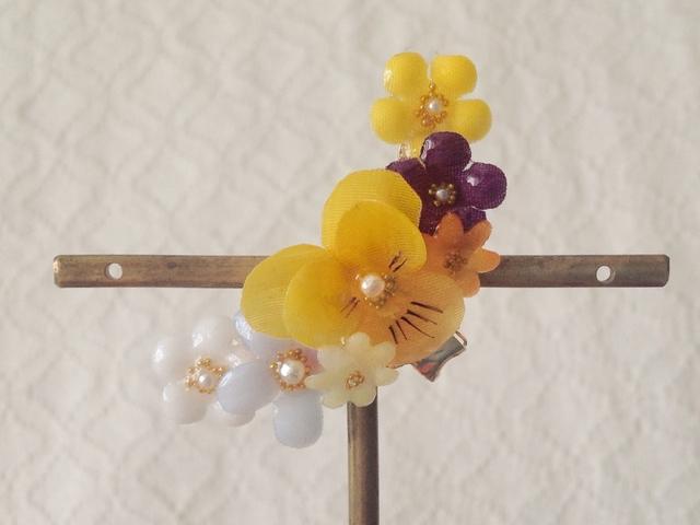 染め花を樹脂加工した小花の三日月型片耳イヤーカフ(ビオラ・イエロー&ムラサキ)