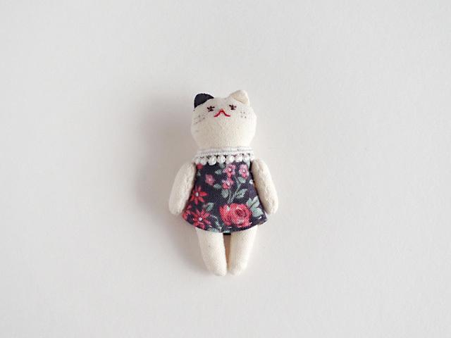 小粒な猫ドール