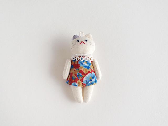 小粒な猫ドール(チャーム)