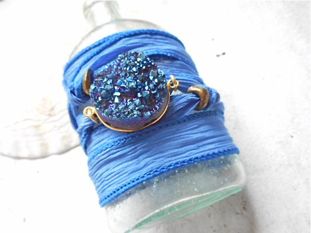 チタニアムドゥルージーのシルクリボンブレス Royal Blue
