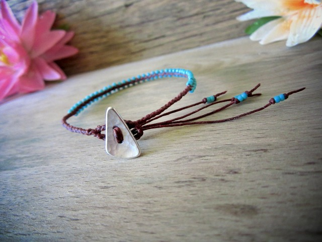 Waxed linen Bracelet with Glass beads / st