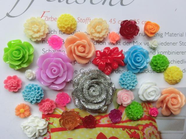 30個 お花のカボションMix M170