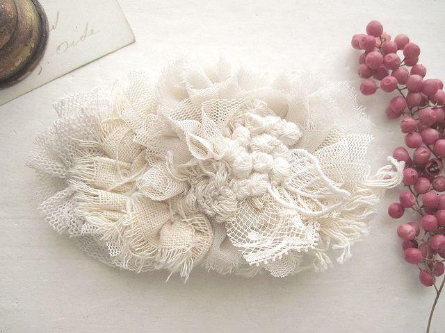 裂き布とチュールのヘアクリップ