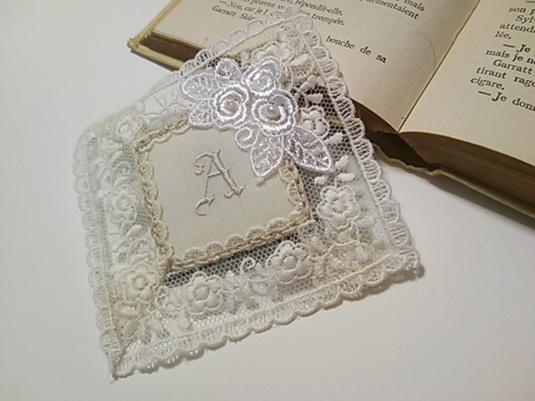 イニシャル刺繍のブローチ*A