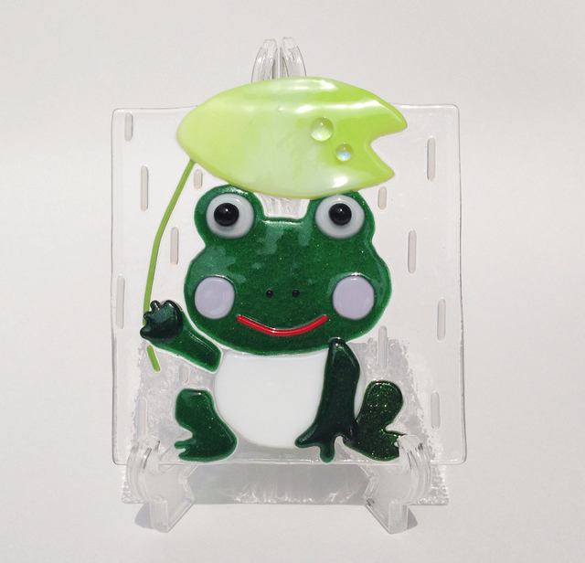 雨降りカエルさんのガラスプレート
