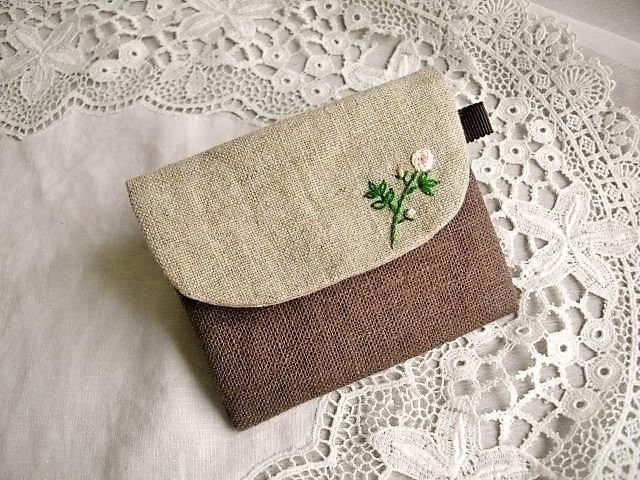 モカリネンICカードケース刺繍バラ
