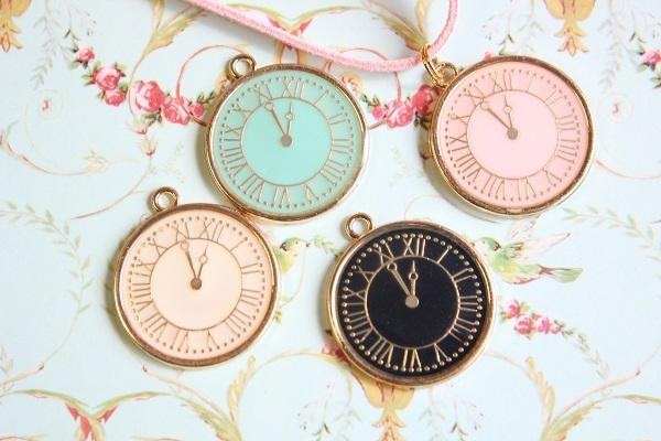 選べる♪パステル時計のペンダント