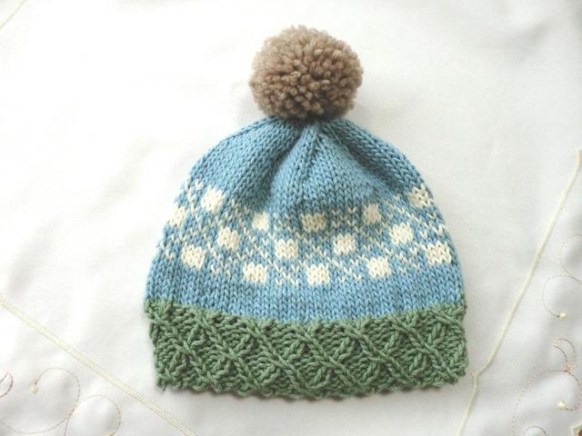 ウール入りコットンのポンポン付き帽子 ブルー