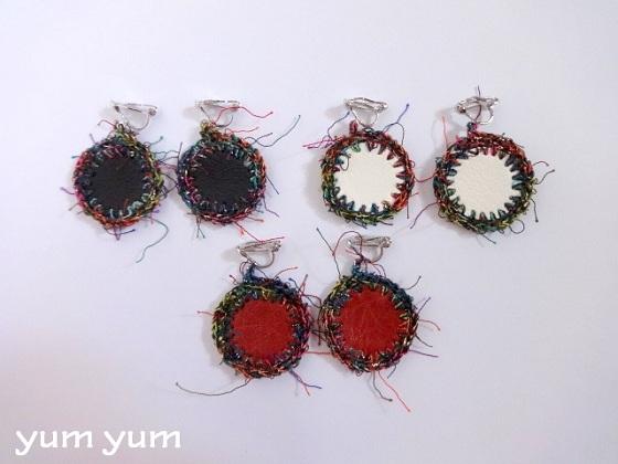 合皮クロスのイヤリング【赤】