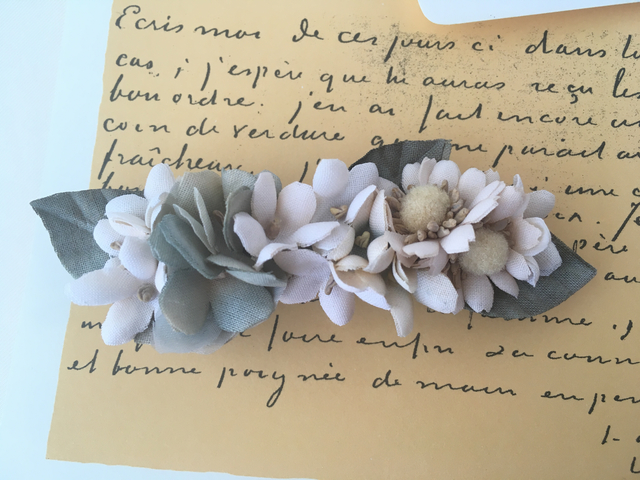 マーガレットとブルーのお花のバレッタ