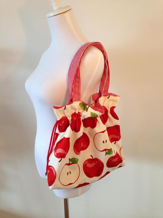 りんごの大きめバッグ