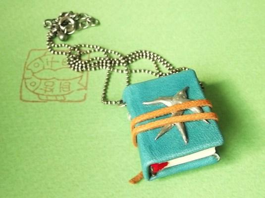 青革の本ネックレス【sold out】