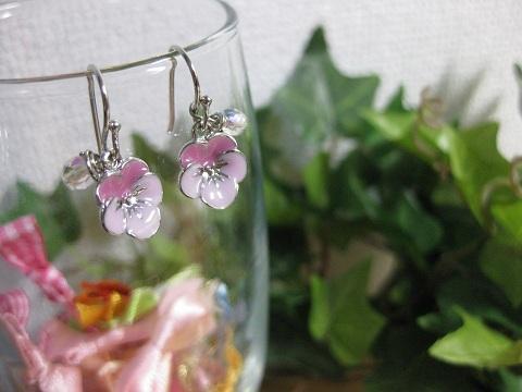 ピンクのお花とチェコビーズのピアス