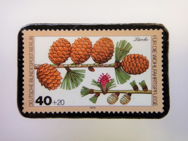 ドイツ 木の実切手ブローチ2504
