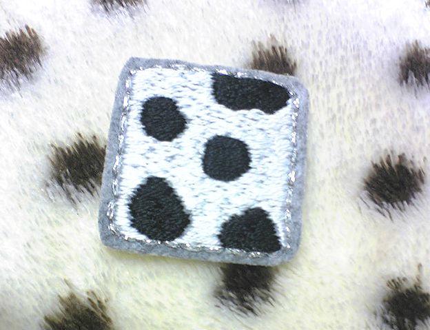 モノクロアニマル柄の刺繍ブローチ(牛柄)