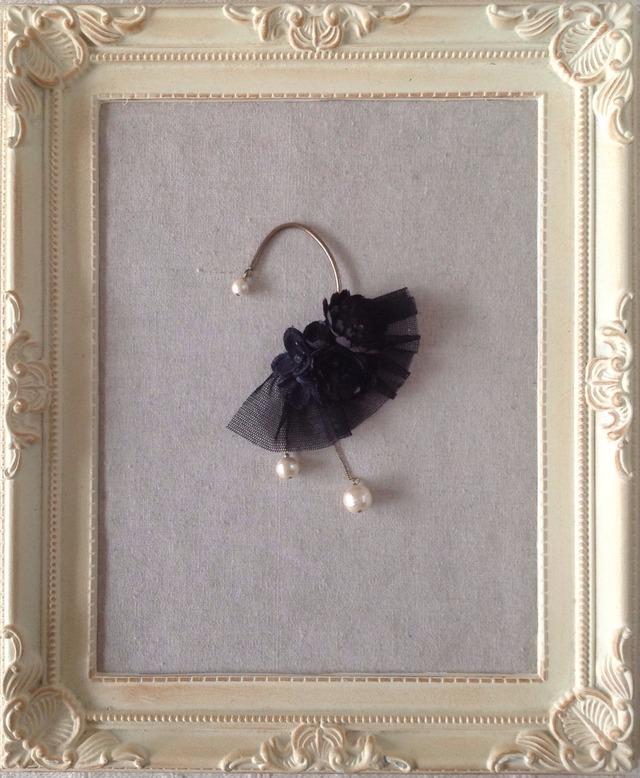 染め花とコットンパールのイヤーフック(ブラック)