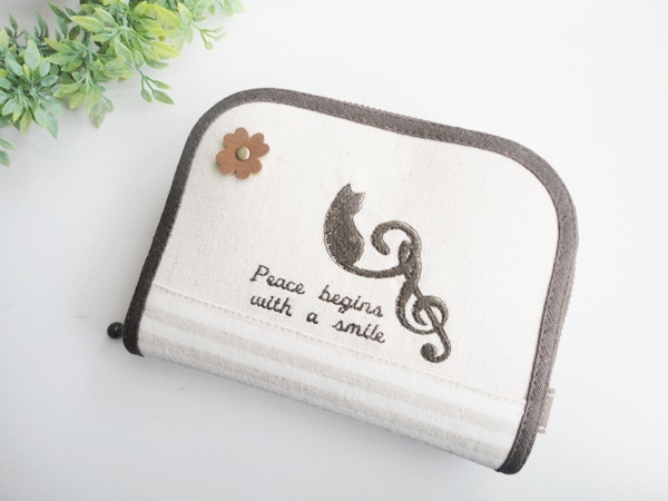 猫のシルエット柄のラウンドミニ財布