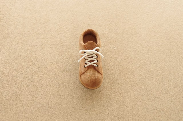 靴のブローチ