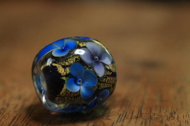 glass beads (とんぼ玉)紫・青小花/...