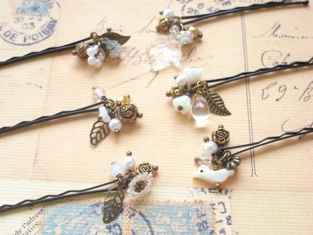 ホワイトの小鳥とフラワービーズのヘアピン6本セット