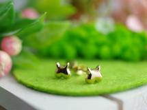 momoziri cat pierced earrings (K14plating)