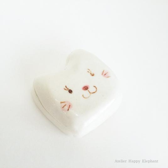 白猫の小箱