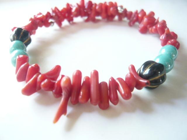 枝珊瑚のコイルワイヤーブレスレット