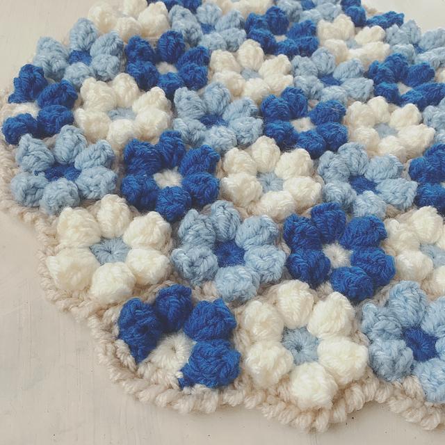 手編みの円座 お花モチーフ ブルー