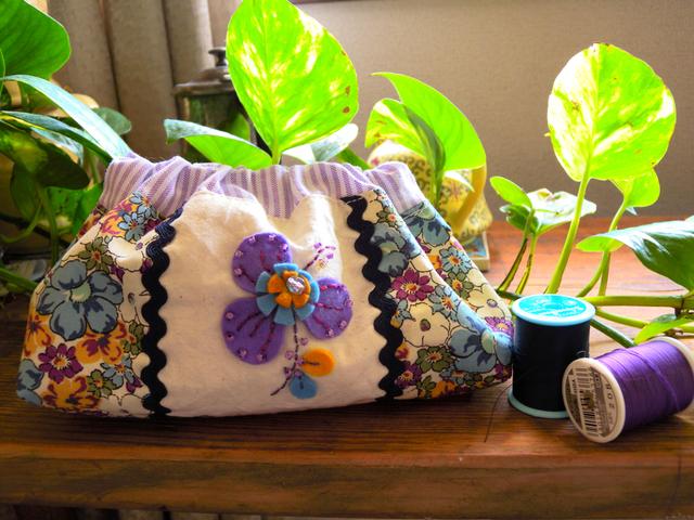 紫とブルー花柄バネ口ポーチ