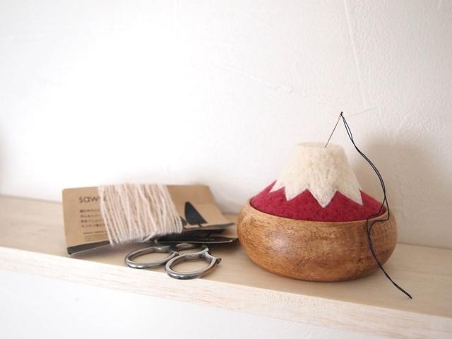 『 富士山の針山 赤FUJI〈羊毛〉』