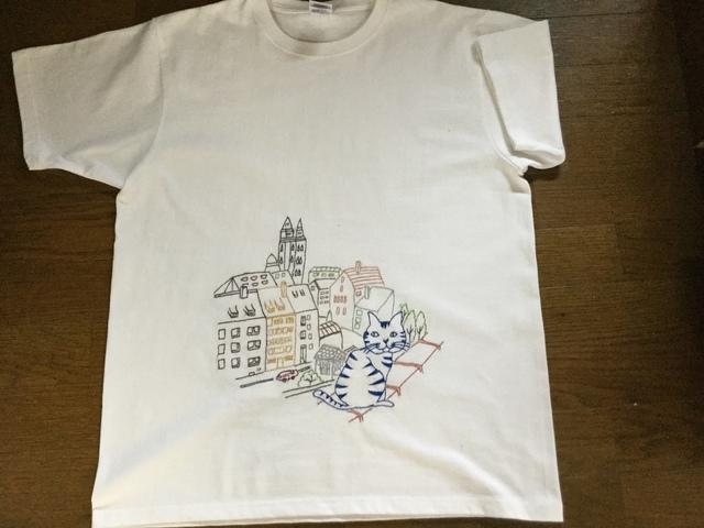 猫の手刺繍Tシャツ