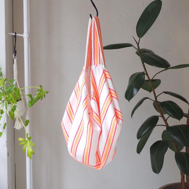 蛍光ストライプのワイドオープンビーチバッグ