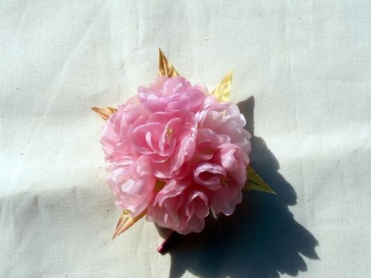 八重桜のコサージュ