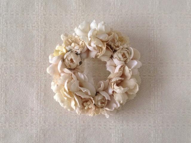 染め花のリースコサージュ(M・オフホワイト)