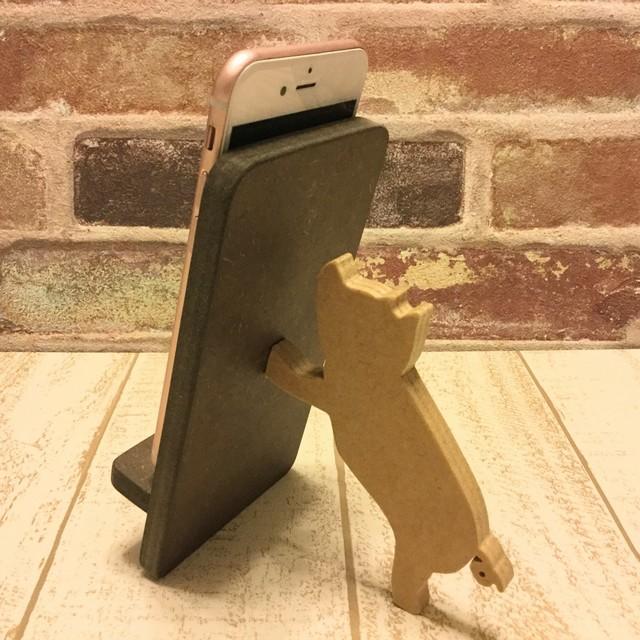 ブタが支える携帯・スマホスタンド