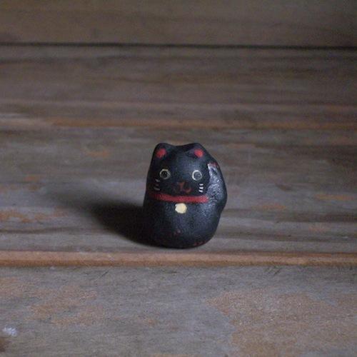 招き猫のフェーブ(黒ー左)