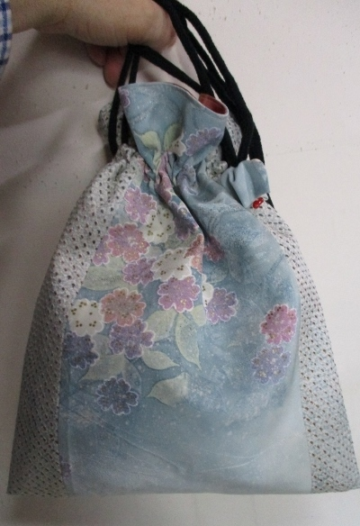送料無料 紫陽花柄の着物で作った巾着...