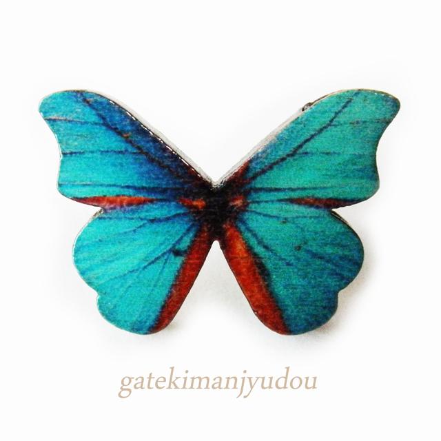 蝶のウッドチタンピアス/浅葱色 〈右耳用〉