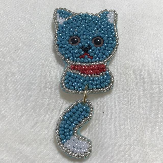 しっぽブラブラ猫さんブローチ  ブルー