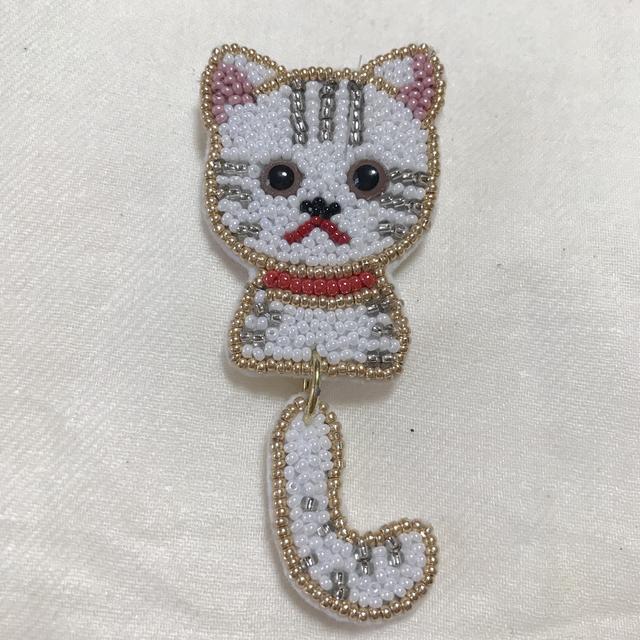 しっぽブラブラ猫さんブローチ  ホワイト