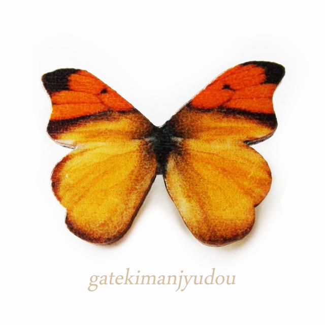 蝶のウッドブローチ
