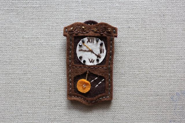 おじいちゃんのぼんぼん時計フェルトブローチB