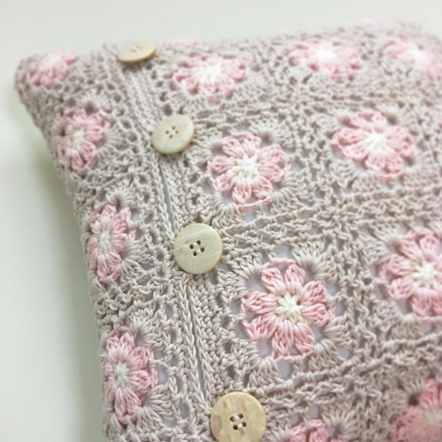 モチーフ編みクッションカバーpink