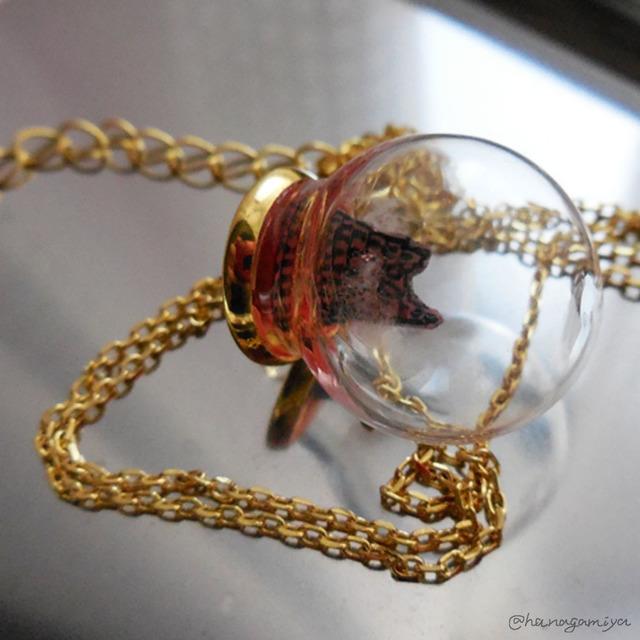 ガラスドームの中のバベルの塔ネックレス