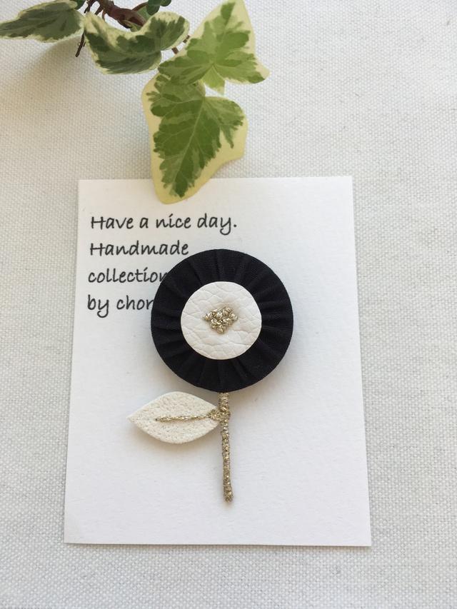 ヨーヨーキルトのお花ブローチ(ブラック)